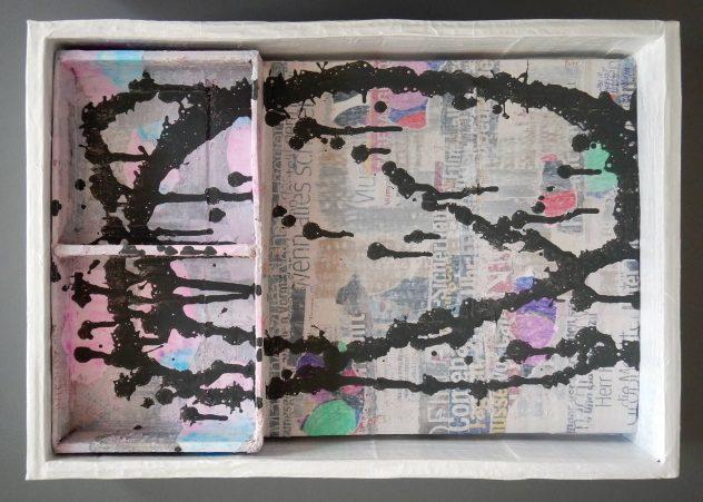Peter Kislinger: Was ist mit dir!, 2019, Wellpappe, div. Farbmaterialien, 41 x 31 x 6,5 cm. Foto: Peter Kislinger