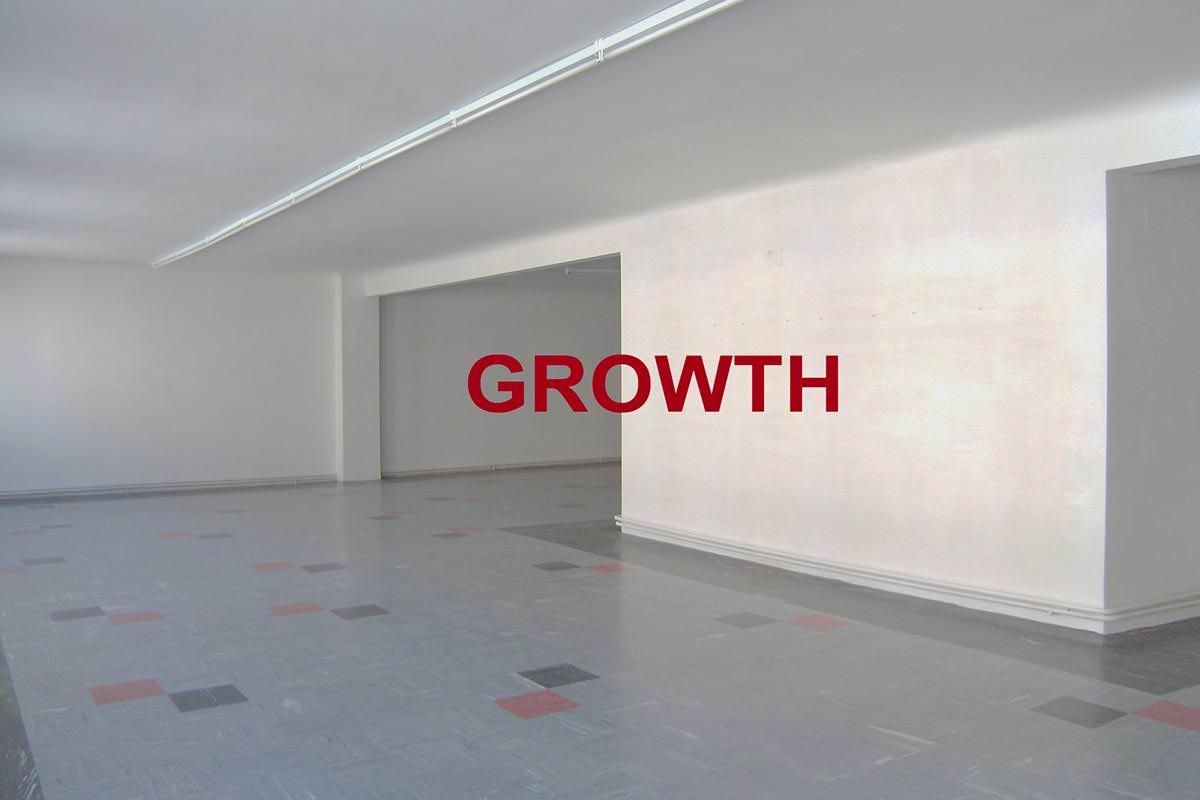Leerer Raum, Schriftzug Growth